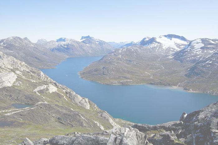Bilde av fjell med vann